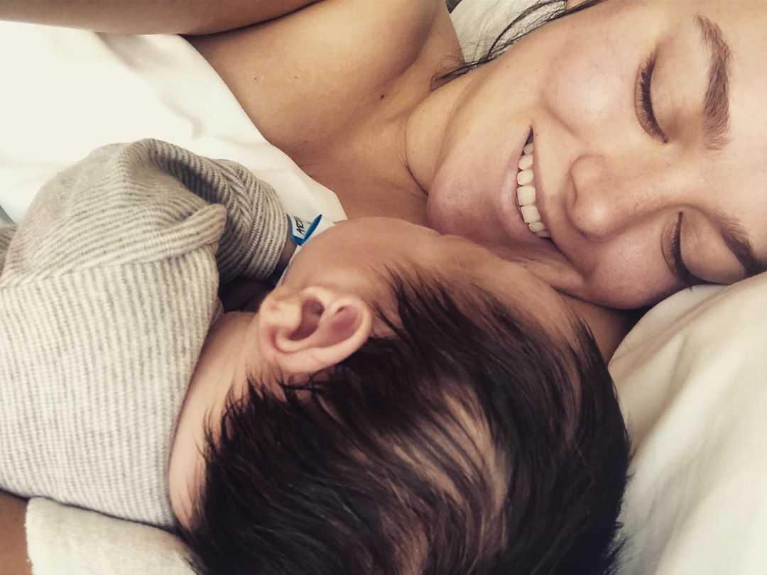 Ewa Farna urodziła syna Artusia