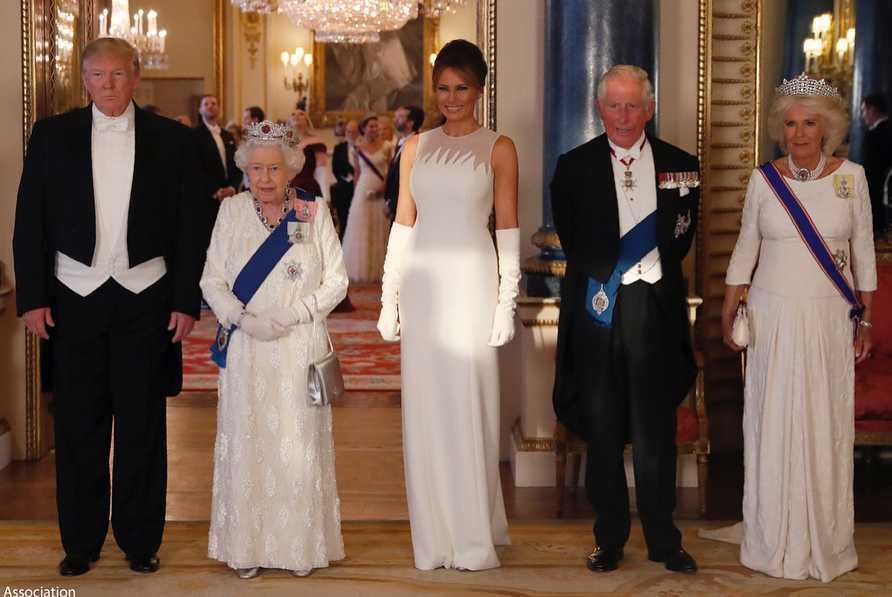 Melania Trump, Donald Trump, królowa Elżbieta II, książę Karol i księżna Camilla podczas uroczystego bankietu w Pałacu Buckingham