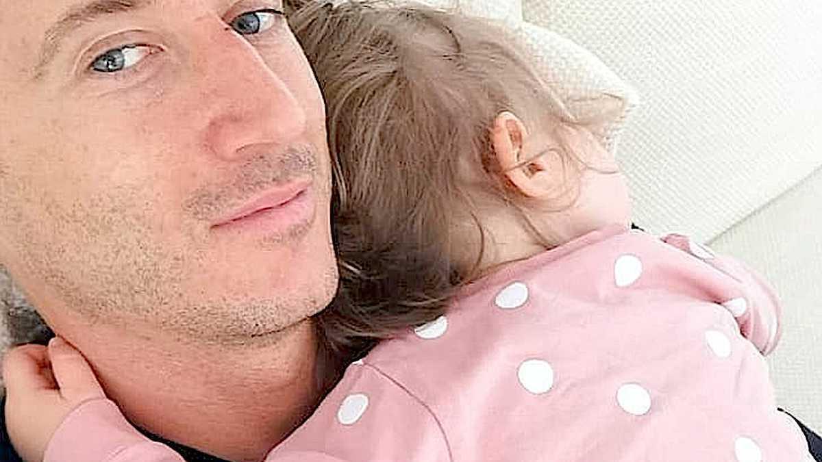 Robert Lewandowski z córką Klarą