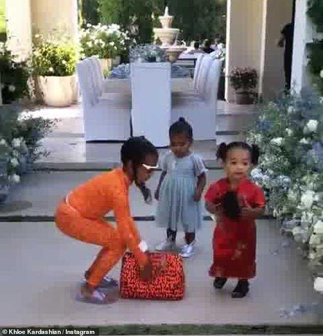 Dzieci Kardashianek świtują urodziny prababci - Instagram