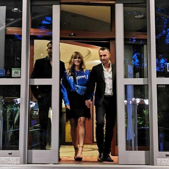 Karolina Szostak w szpilkach i mini w Sopocie