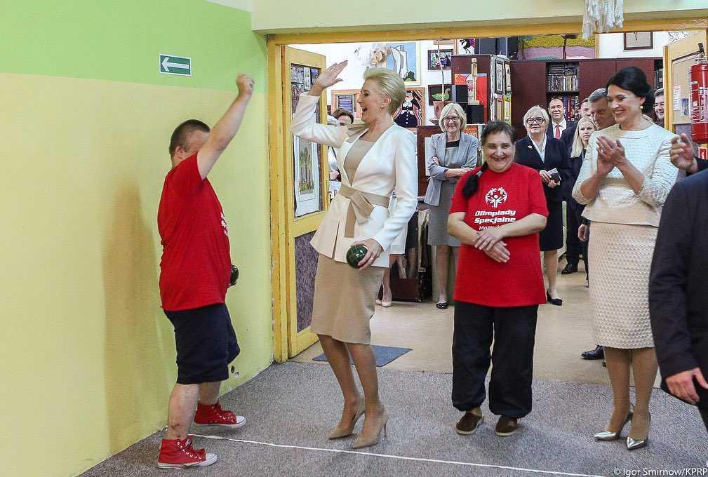 Zdjęcie (8) Agata Duda zdeklasowała swoim wyglądem piękną nową prezydentową Litwy! Jej letnia kreacja wygląda jak z salonu Chanel!