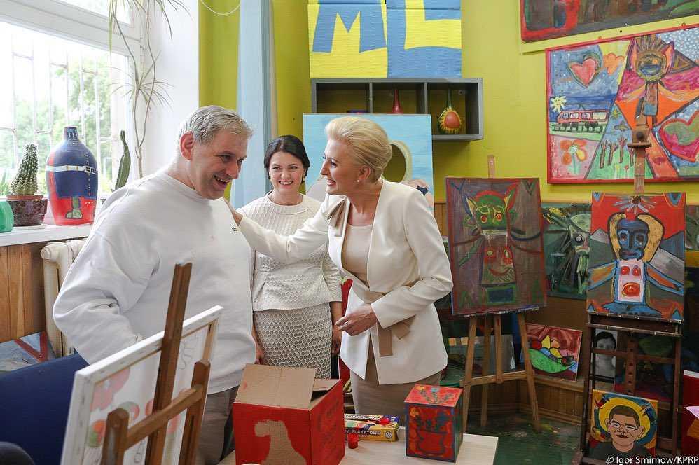 Zdjęcie (9) Agata Duda zdeklasowała swoim wyglądem piękną nową prezydentową Litwy! Jej letnia kreacja wygląda jak z salonu Chanel!
