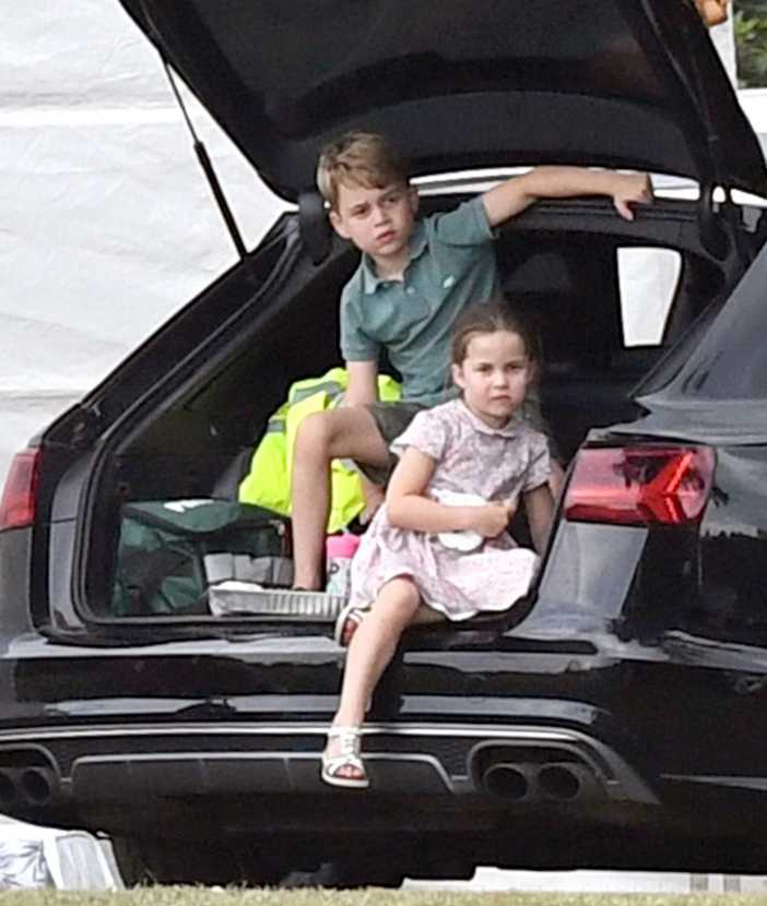 Kate Middleton z dziećmi w parku