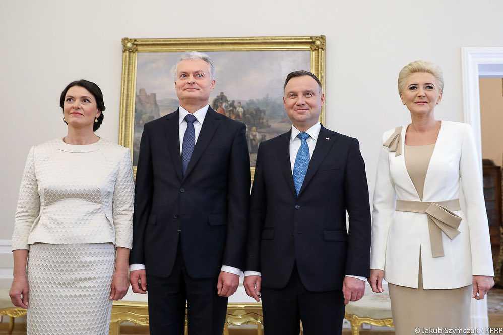Zdjęcie (5) Agata Duda zdeklasowała swoim wyglądem piękną nową prezydentową Litwy! Jej letnia kreacja wygląda jak z salonu Chanel!