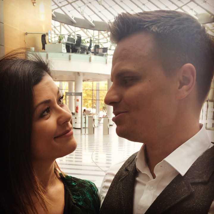 Katarzyna Cichopek i Marcin Hakiel świętują 11 rocznicę ślubu. Mamy zdjęcie, na którym widać, jak rodziła się ich miłość! zdjecie 1