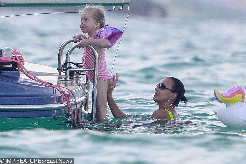 Irina Shayk opala się na wakacjach w Hiszpanii