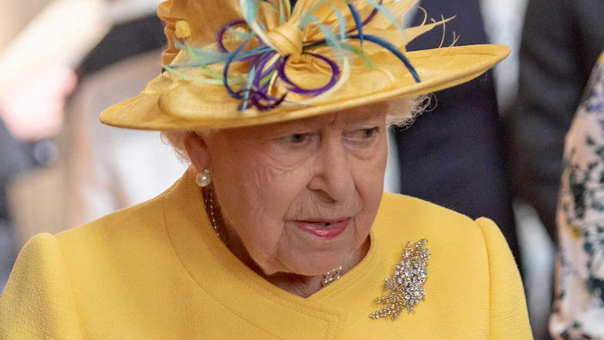 Królowa Elżbieta II - zaskoczyła stylizacją