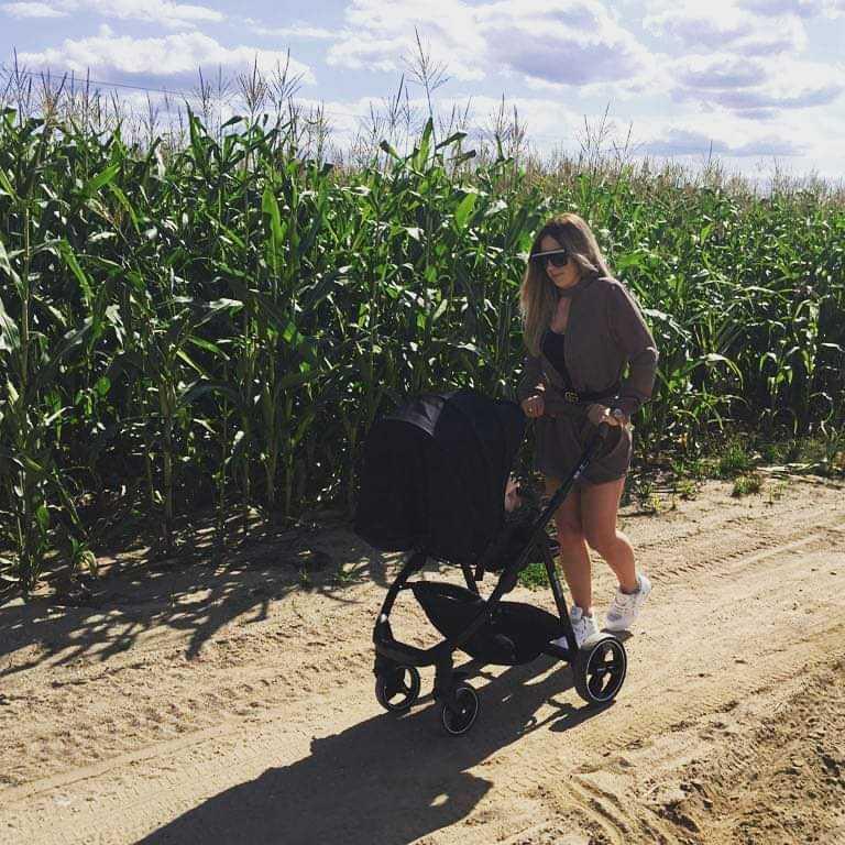 Małgosia Borysewicz wybrała się z synkiem na spacer