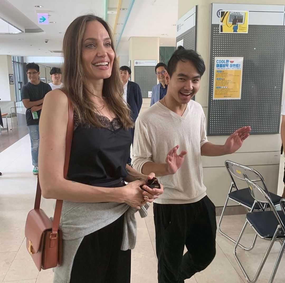 Angelina Jolie i jej syn Maddox Jolie-Pitt odwiedzili Uniwersytet Yonsei