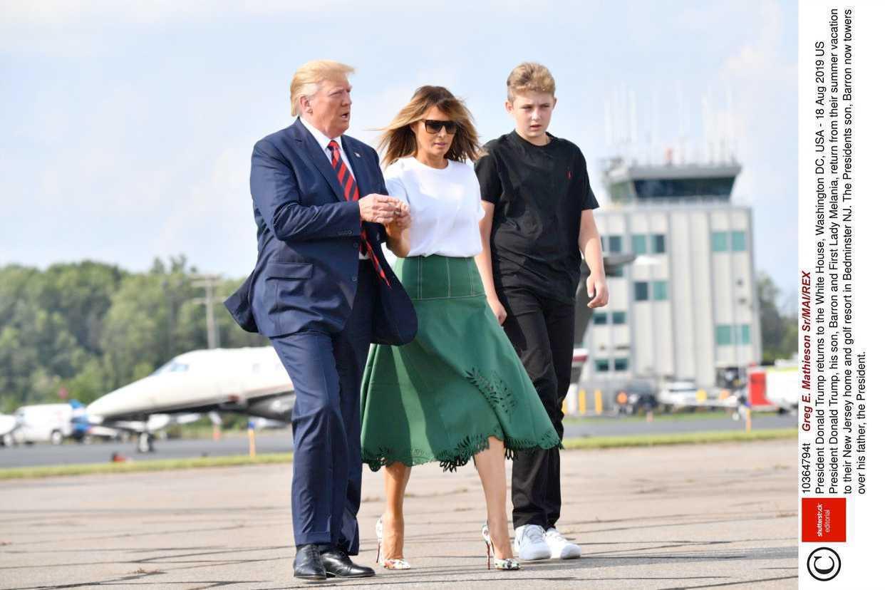 Melania Trump w zielonej spódnicy Fendi i szpilkach Christian Louboutin