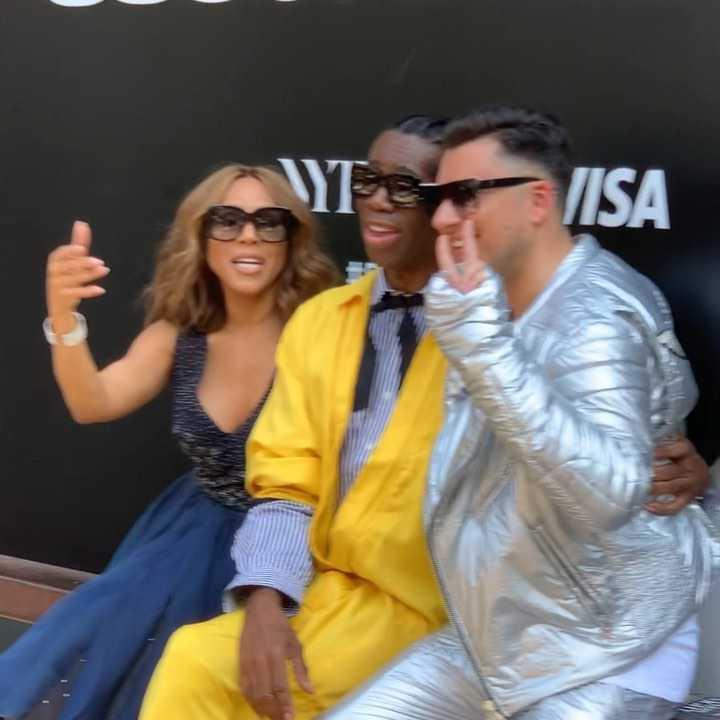 Łukasz Kędzior w srebrnej stylizacji - New York Fashion Week 2019