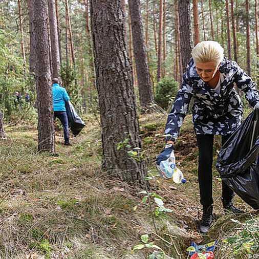 Agata Korhauser-Duda sprzątanie lasu