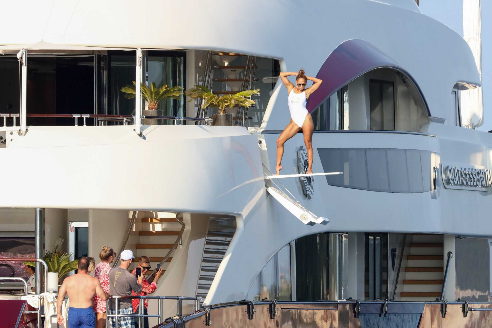 Jennifer Lopez pozuje na jachcie w Saint Tropez