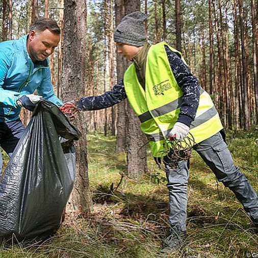 Andrzej Duda sprzątanie lasu