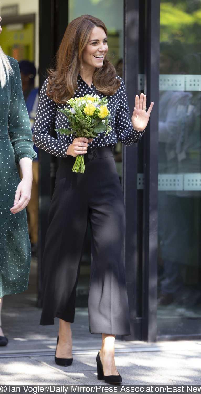 Księżna Kate poszła w ślady księżnej Diany. Ubrała się niemal identycznie zdjecie 1