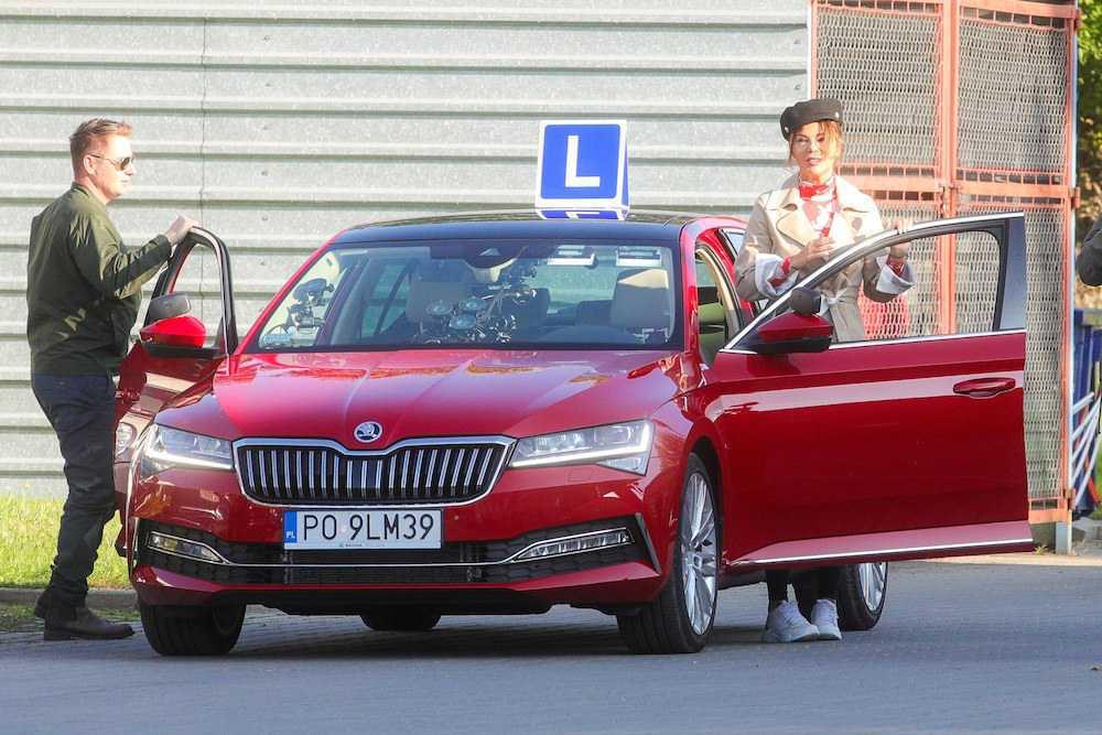 Edyta Górniak w trakcie kursu na prawo jazdy. Zdjęcia do programu My Way
