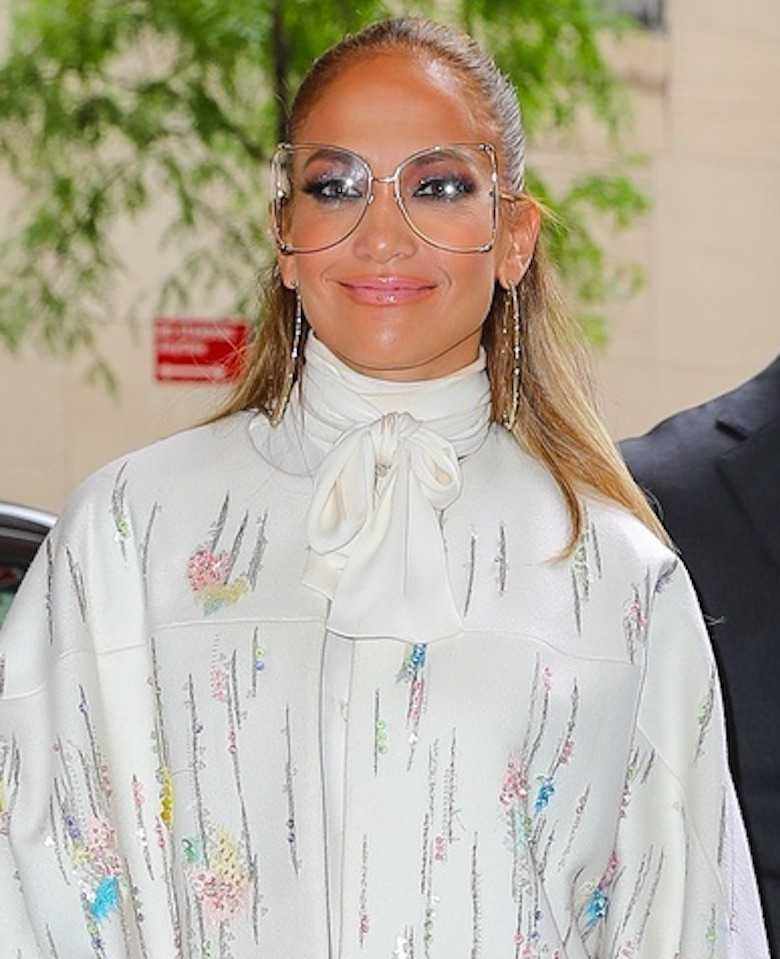 Pierzasta Jennifer Lopez w drodze na wywiad Jimmy Fallon
