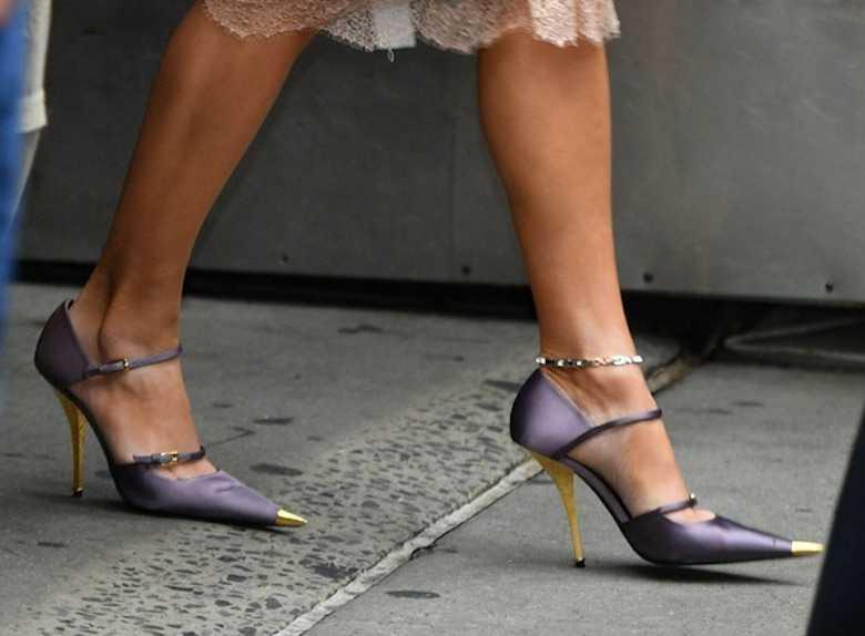 Jennifer Lopez w cielistej spódnicy i zabójczych szpilkach w drodze do Good Morning America