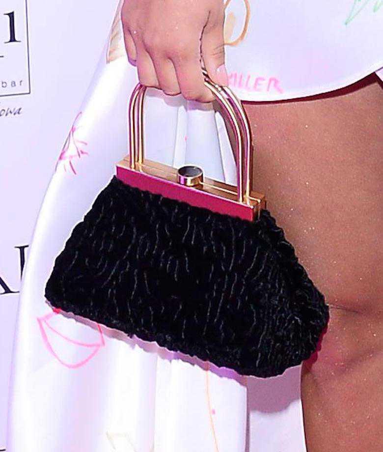 """Zdjęcie (9) Julia Wieniawa w pomazanej kreacji na imprezie """"Glamour"""". Wyglądała sexy?"""