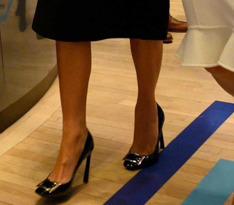 Zdjęcie (4) Melania Trump wystąpiła w małej czarnej. I to jakiej! Tak się nosi klasykę