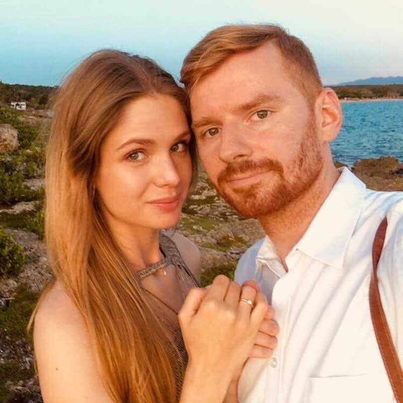 """Zdjęcie (3) Olga Kaczyńska zaręczyła się! Zwyciężczyni """"Top Model"""" pokazała pierścionek i romantyczne zdjęcia z partnerem"""