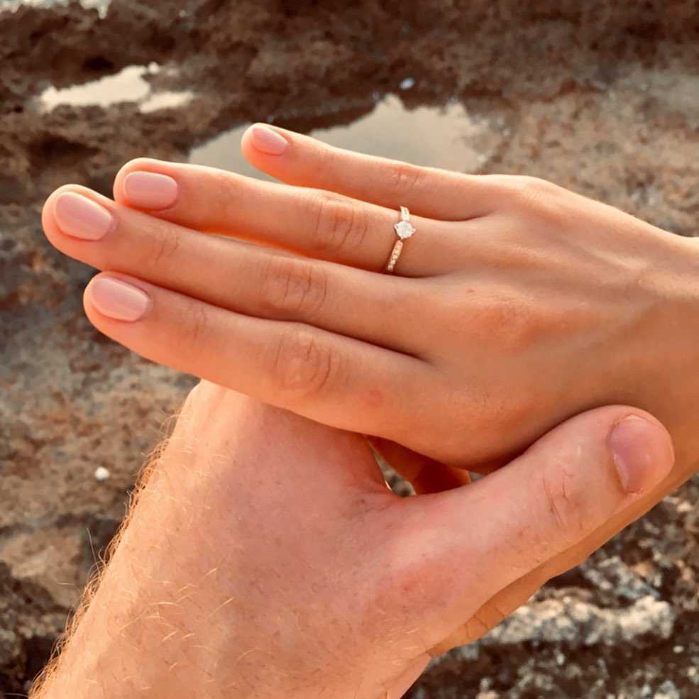 """Zdjęcie (1) Olga Kaczyńska zaręczyła się! Zwyciężczyni """"Top Model"""" pokazała pierścionek i romantyczne zdjęcia z partnerem"""