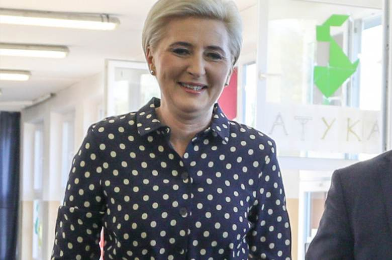 Agata Duda - fryzura i makijaż