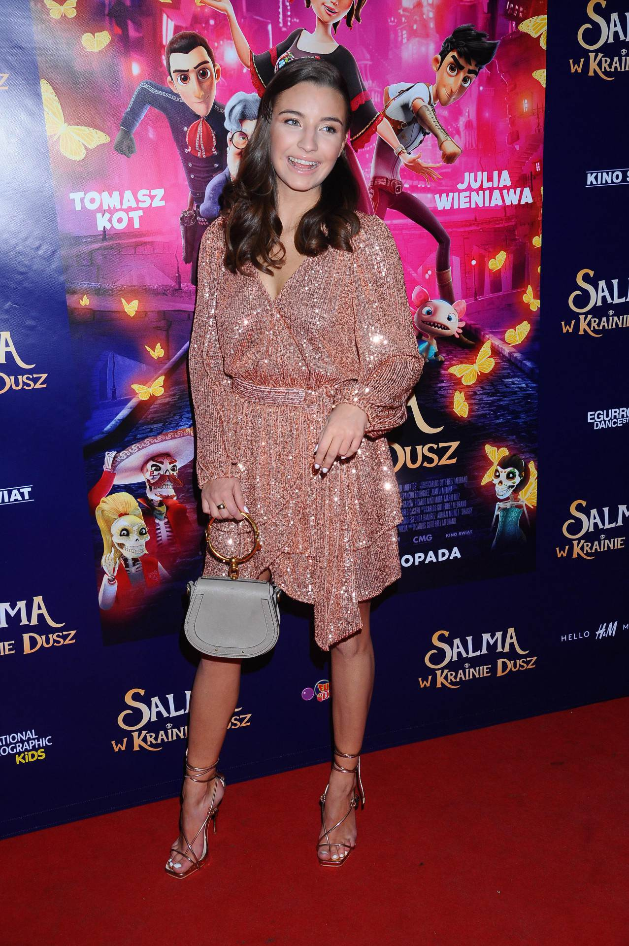 Julia Wieniwawa - błyszcząca sukienka