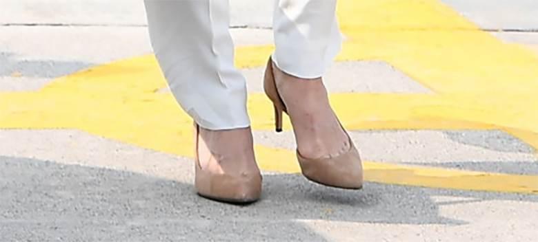 Księżna Kate buty na obcasie, Pakistan 2019