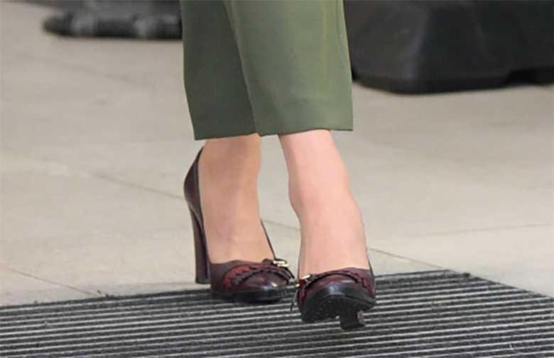 Księżna Kate w Londynie - buty na obcasie