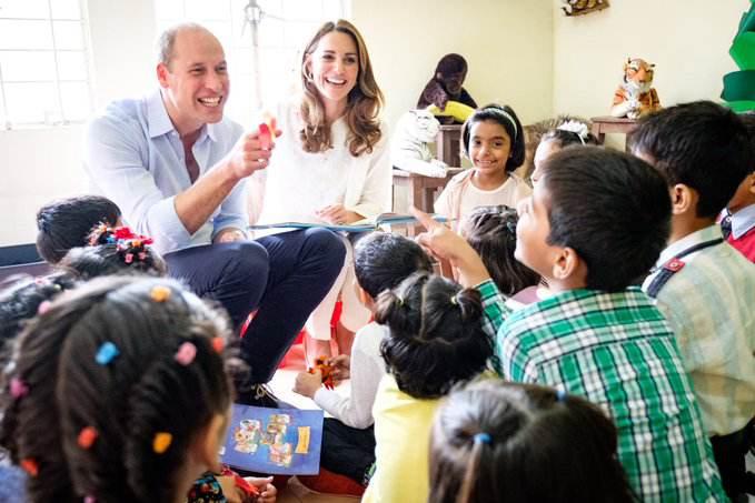 Księżna Kate i William w Lahaur podczas spotkania z dziećmi