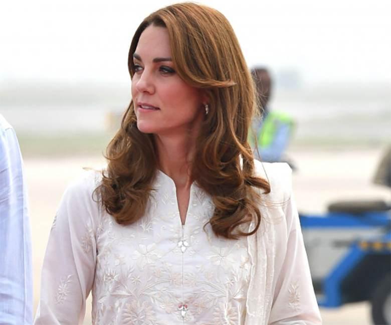 Księżna Kate w Lahaur postawiła na rozpuszczone włosy