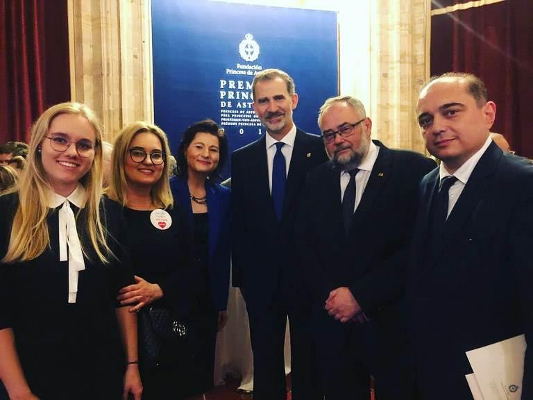 Magdalena Adamowicz razem z córkami na wręczeniu nagród Księżnej Asturii