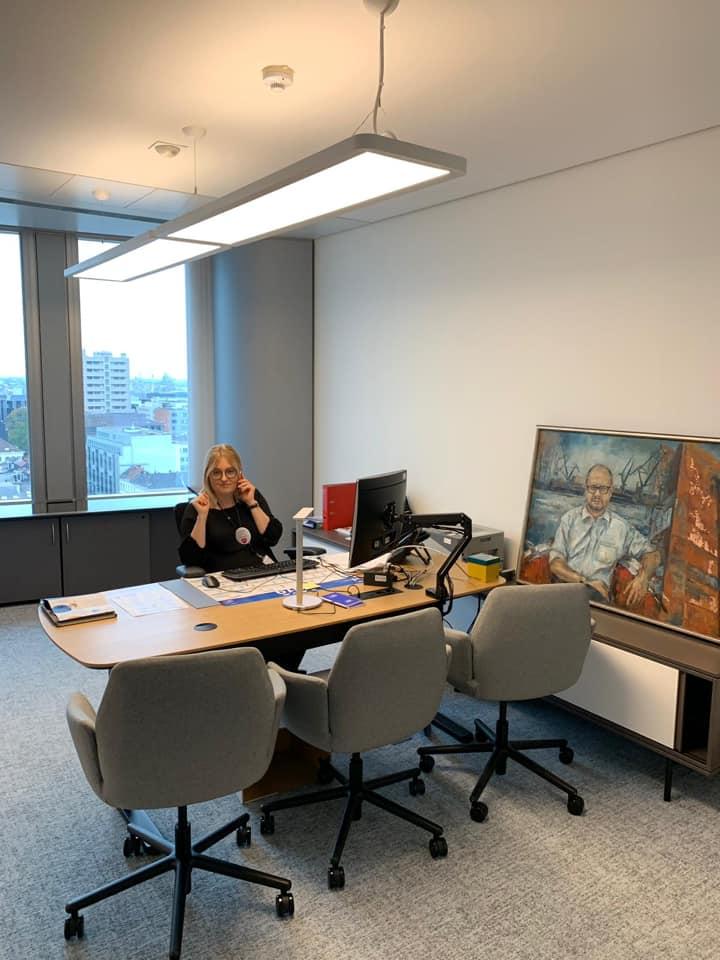Magdalena Adamowicz w biurze