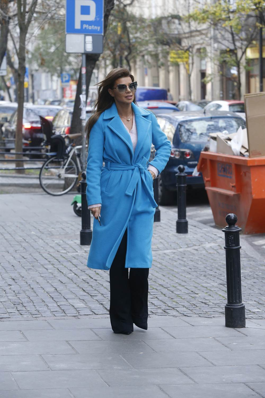 Edyta Górniak w niebieskim płaszczu
