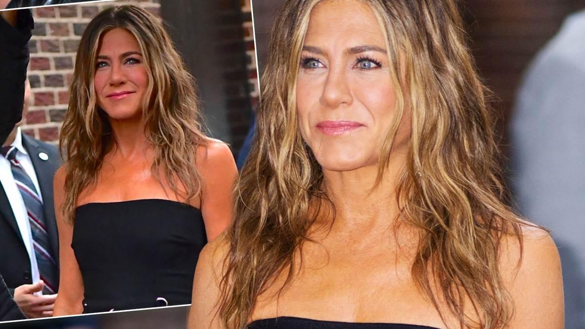 Jennifer Anistona, czarna stylizacja
