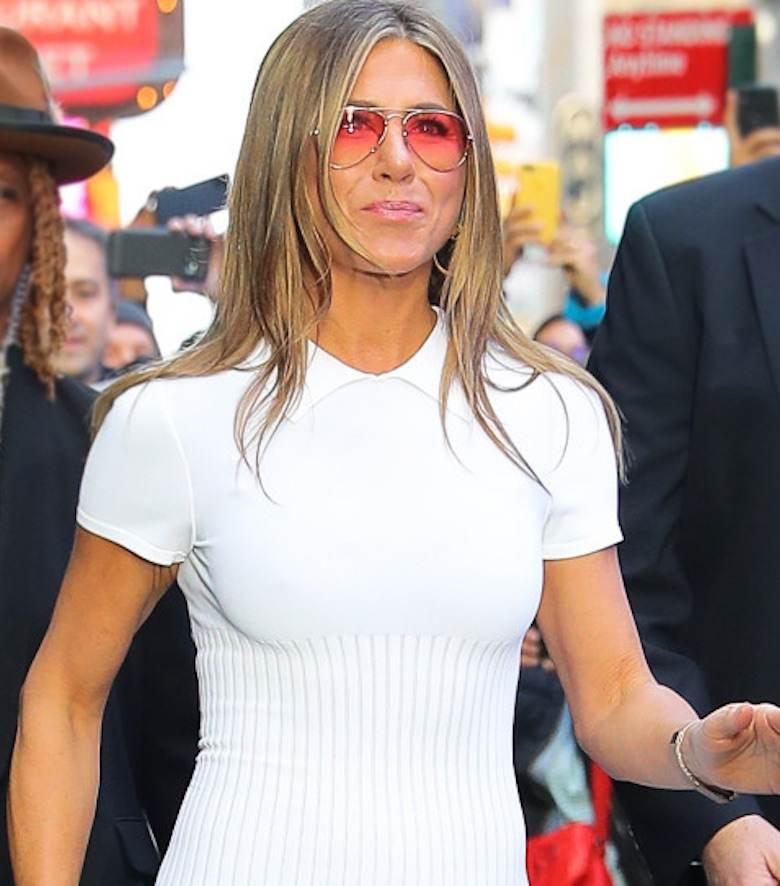 Jennifer Aniston w białej sukience