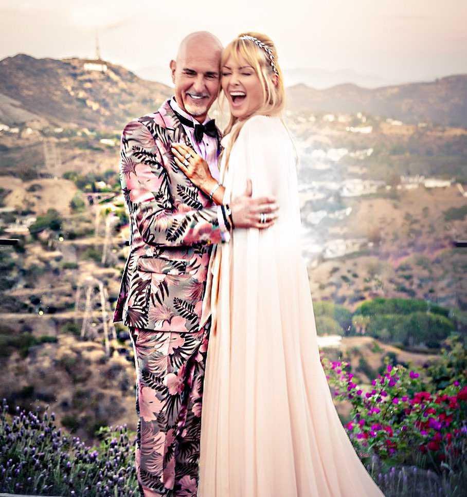 Izabella Scorupco w sukni ślubnej