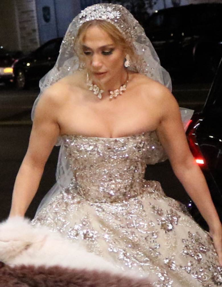 Jennifer Lopez w sukni ślubnej na planie filmu Marry Me