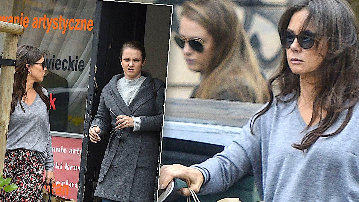Kinga Rusin z córką cerują ubrania z Zary. Zdjęcia paparazzi