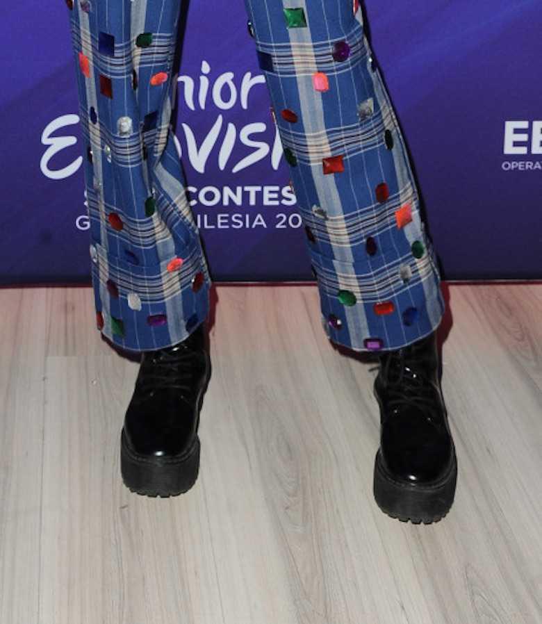 Viki Gabor w niebieskiej stylizacji. Podpisanie umowy na organizację Konkursu Eurowizji Junior 2019