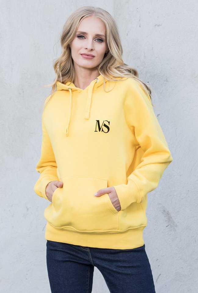 Małgorzata Kożuchowska wybrała żółtą bluzę z kapturem