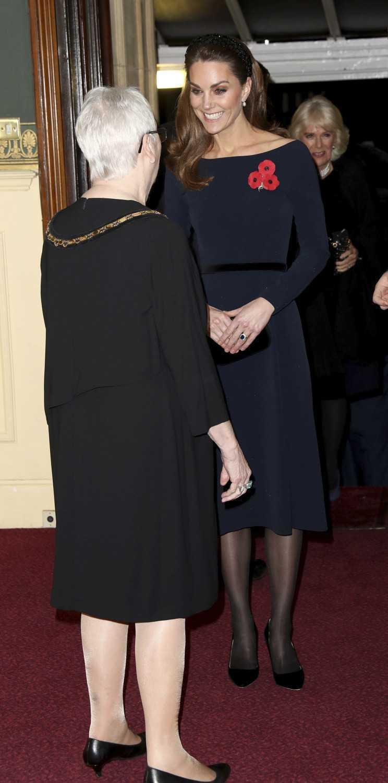 Gwiazda TVP wystylizowała się w sieciówce jak księżna Kate! Nawet nie wiedziała, że wygląda niemal identycznie zdjecie 1