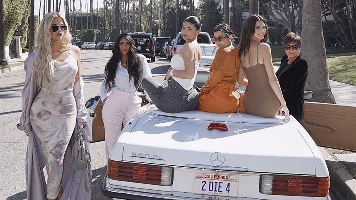 Jedna z sióstr Kardashian opuszcza show Z kamerą u Kardashianów