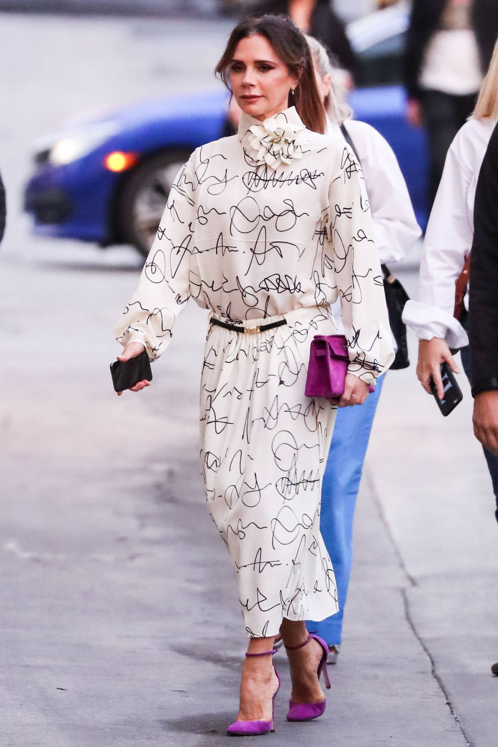 Elegancka Victoria Beckham w drodze do Jimmy Kimmel Live!