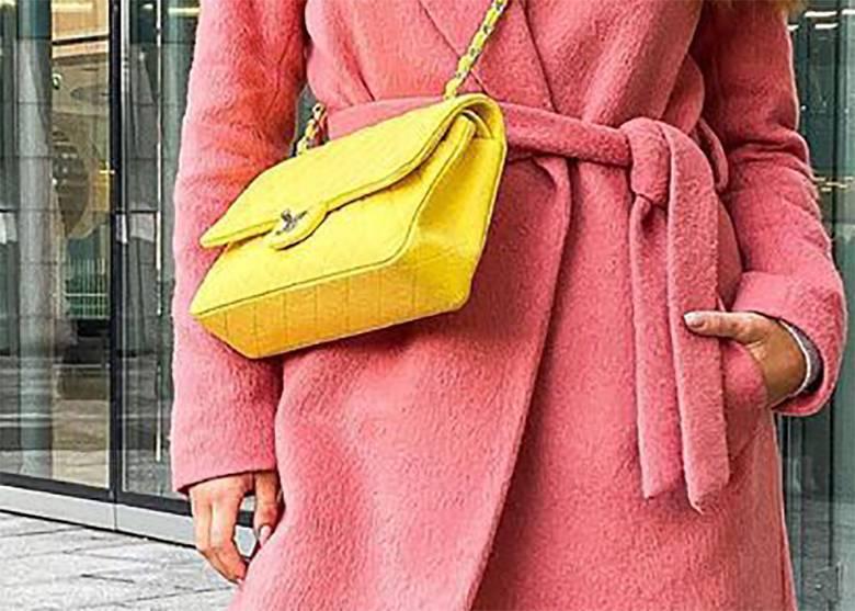 Julia Wieniawa wybrała żółtą torebkę od Chanel