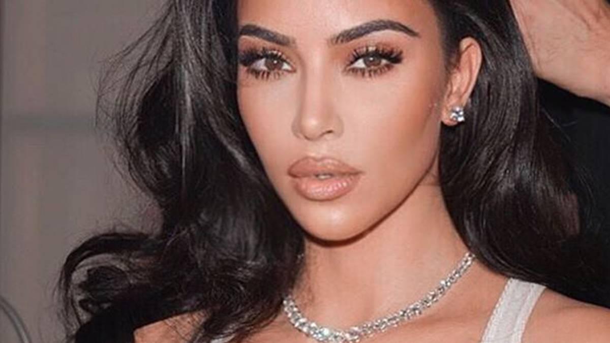 Kim Kardashian - jak wygląda beż makijażu