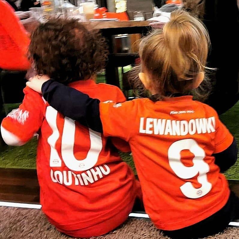 Zdjęcie (1) Klara Lewandowska znalazła sobie przyjaciółkę w klubie Roberta. Urocze zdjęcie dziewczynek trafiło do sieci