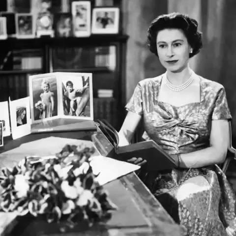 Królowa Elżbieta II - pierwsze świąteczne orędzie w telewizji
